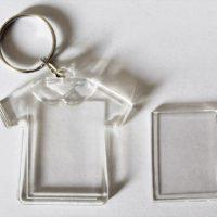 breloc plastic tricou cu insertie